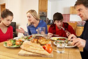 Las personas con anorexia acostumbran a evitar las comidas familiares